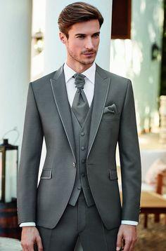(20) fianceebodas (@FianceeBodas) / Twitter Groom Tuxedo Wedding, Wedding Dress Men, Wedding Men, Wedding Suits, Wedding Attire, Mehndi Dress For Mens, Best Designer Suits, Business Casual Attire For Men, Blazer Outfits Men