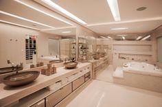Casas de banho modernas por Heloisa Titan Arquitetura