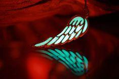 Engel Flügel / Angel Wing Halskette / GLÜHEN im dunklen / Gold Flügel Silber Flügel / Alle neuen Anhänger Engelsflügel Leuchten im Dunkeln vergoldet oder versilbert anlaufgeschützt. Engelsflügel stehen symbolisch für die steigenden zu neuen Höhen im Leben. Engelsflügel können auch der