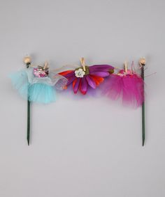 Clothing line for fairy dresses. Very cute and helps w/ little ones imaginations. Would love to do outside a 'fairy' door at the base of a backyard tree! Fairy Garden Supplies, My Fairy Garden, Fairy Gardens, Magical Gardens, Enchanted Garden, Small Gardens, Elf Clothes, Fairy Clothes, Diy Fairy Door