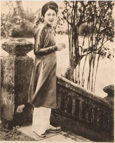 Fashionable style in the Tonkin and Hue Le Vietnam, Vietnamese Clothing, Indochine, Asian Hotties, Ao Dai, Hanoi, Cambodia, 1930s, Vintage Photos