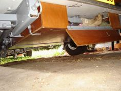 Coffre dessous la caravane - caravane pliante Rapido Confort en bois