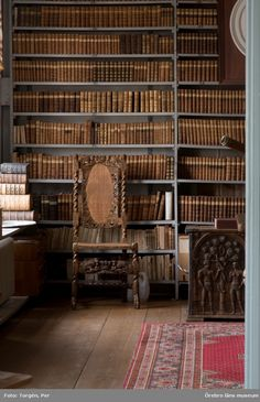 Best Old Home Library Room Design And Decorating Ideas - JustHomeIdeas Home Library Rooms, Home Libraries, Library Books, Little Library, Dream Library, Under Stairs Cupboard, Beautiful Library, Classic Interior, Reading Room