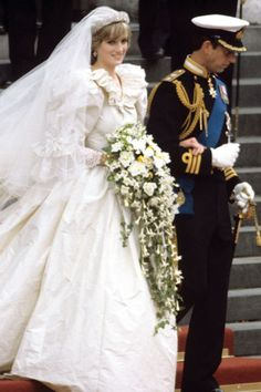 July Prince Charles marries Lady Diana Spencer in an elaborate wedding ceremony televised worldwide from St. Paul's Cathedral in London. Princess Diana Wedding Dress, Princess Diana Fashion, Princess Kate, Celebrity Wedding Photos, Celebrity Weddings, Lady Diana Spencer, Royal Brides, Royal Weddings, Prince Charles And Diana