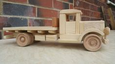 1930's Flatbed Truck Wooden Toy Cars, Wood Toys, Toy Trucks, Pallet Projects, Kids Furniture, Diy And Crafts, Garage, Woodworking Ideas, Pallets