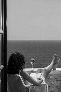Black and White Beach Photography: Guide Take Better Photos – B & W Photography ltd Black And White Photo Wall, Black And White Pictures, Black And White Photography, Black And White Instagram, Black And White Beach, Black Sea, White Wine, Black And White Aesthetic, Jolie Photo