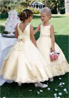 Adorable flower girls ...