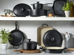 Induction Cookware - Easy Ideas To Remember In Terms Of Cooking Hot Pot, Induction Cookware, Cookware Set, Le Creuset, Food Preparation, Kitchen Gadgets, Food Hacks, Kitchenware, Display