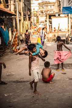 Sweet children in Calcutta. Goa India, Road Trip Packing, Packing Tips For Travel, Mother India, India People, News India, Chicken And Vegetables, Healthy Chicken Recipes, India Travel
