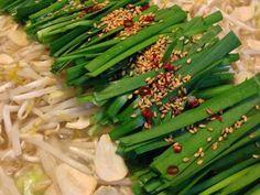 家庭で簡単に本場の味!博多風 醤油もつ鍋の画像 Nabe Recipe, Celery, Asparagus, Green Beans, Soup, Beef, Vegetables, Cooking, Recipes