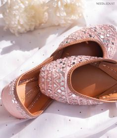 Dusty rose colour juttis Wedding Looks, Bridal Looks, Western Gown, Reception Gown, Bridal Heels, Dusty Rose Color, Stylish Blouse Design, Silver Heels, Boho Look
