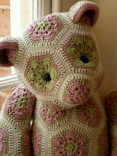 "podkins: "" I'm sure that quite a few of you have seen the amazing teddy bears made using the African Flower squares on Ravelry. Lollo the African Flower Bear by Heidi Bears. Find images and videos about crochet, teddy bear and amigurumi on We Hea Crochet Amigurumi, Knit Or Crochet, Crochet Granny, Crochet For Kids, Crochet Crafts, Crochet Dolls, Crochet Teddy, Crocheted Toys, Crochet African Flowers"