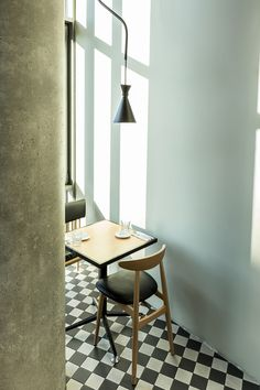 Chequer out di café deli in Wroclaw, which is all laid out for fun and games... http://www.we-heart.com/2015/03/11/dinette-restaurant-wroclaw/