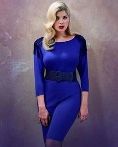 Holly Willoughby, Dresses With Sleeves, Celebrities, Long Sleeve, Ph, Women, Fashion, Moda, Celebs