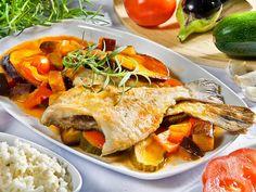 Knusprig gebratene Scholle auf herrlich frischem Ratatouille – ein perfektes Sommeressen.    http://einfach-schnell-gesund-kochen.de/scholle-auf-ratatouille/