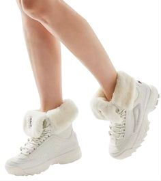Chunky Sneakers, Casual Sneakers, Sneaker Boots, Bootie Boots, Fashion Boots, Sneakers Fashion, Women's Fashion, Fila Disruptors, Jeans For Short Women