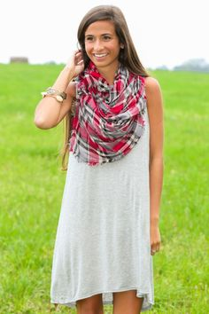 Throw on and go this summer with this grey shift dress! Obsessed!