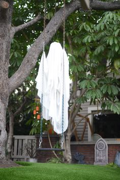 Make ghostly outdoor draperies for halloween pinterest creepy eerie halloween decoration especially in the wind cupcakesandcashmere solutioingenieria Images