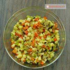Budinca de legume – o mancare delicioasă pentru cei ce nu au idee ce să gătească la cină. - savuros.info Diet Recipes, Salsa, Vegan, Ethnic Recipes, Pie, Bebe, Salsa Music, Skinny Recipes, Vegans