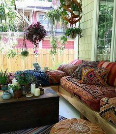 Good porches make good neighbors!  via @modahippie.positividade ✨ #spiritsoflife
