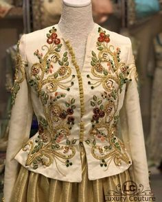 Hand Embroidery Dress, Embroidery Fashion, Traditional Fashion, Traditional Dresses, Velvet Dress Designs, Hijab Fashion, Fashion Dresses, Wedding Saree Collection, Arabic Dress