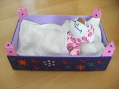 cuna de muñecas con material reciclado