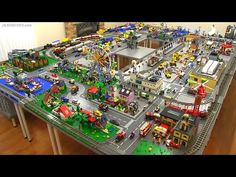 Lots of robbers in Lego City ,Can the City Police catch them? Land, Sea or Air the City Police have a vehicle to respond. Lego City Train, Lego City Police, Lego Trains, Lego Space Shuttle, Lego Display, Display Ideas, City Layout, Lego Videos, Work Train