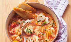 Aprenda a fazer um arroz de tamboril de comer e chorar por mais. Siga a nossa receita de arroz de tamboril.