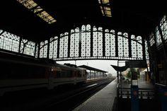 Un ejemplo de arquitectura industrial ferroviaria de mediados del siglo pasado, amenazada con ser demolida en aras de un nuevo proyecto. Esperemos que se lo piensen mejor ...  Santiago de Compostela.