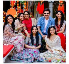Venky with family ladies😍⠀ From left⠀ Sister. (Relation wise daughter) ⠀ Second Daughter Bhavana⠀ Wife ( Neeraja Gaaru)⠀ VenkyMama⠀ first daughter ashritha⠀ third daughter Havyavaahini⠀ SamanthaAkkineni ( Relation wise daughter) Samantha Images, Samantha Ruth, Indian Designer Suits, Actors Images, Three Daughters, First Daughter, Traditional Sarees, India Fashion, Women's Fashion