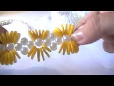 Trama de pérolas e lentilhas Caliandra - YouTube Decorating Flip Flops, Huaraches, Projects To Try, Pearl Earrings, Diy Crafts, Slippers, Beads, Pattern, Jewelry