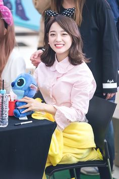 170303 - Kim Sejeong @ Yeouido IFC Mall Fansign Event (cr.WinterDaisY1204) | Twitter Kpop Girl Groups, Kpop Girls, Korean Girl Groups, Jellyfish Entertainment, Ioi, Kim Sejeong, Oh My Venus, South Korean Girls, Snsd