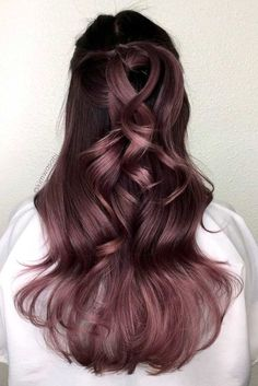 The Best Hair Color Ideas for Brunettes Brunette Hair Colors_Dusty Lavender The post Die besten Haarfarbideen für Brünette & Hair color appeared first on Lilac hair . Ombre Hair Color, Cool Hair Color, Purple Hair, Pastel Hair, Green Hair, Level 6 Hair Color, Violet Brown Hair, Ombre Rose, How To Lighten Hair