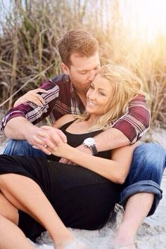 Beach Engagement Photo Shoot Ideas / http://www.deerpearlflowers.com/beach-engagement-photo-shoot-ideas/