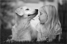 """""""Sortudas são as pessoas que convivem, gostam e têm animais de estimação. Esses seres, grandes ou pequenos, cheios de pelos, amor e alegria enchem nossas vidas de paz e felicidade. Sempre desconfiei de quem não gosta de animais. Pra mim, quem torce o nariz para um cachorro ou é capaz de ferir algum bichinho não é uma boa pessoa.""""  (Clarissa Corrêa)"""