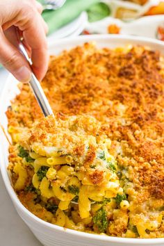 Kale and butternut squash mac and cheese is an easy, veggie-loaded creamy side dish with a crunchy topping that everyone's sure to love! | www.familyfoodonthetable.com