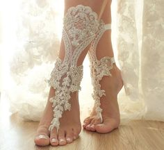 free ship Ivory bridal anklet ivory Beach wedding by ByVIVIENN Wedding Accessories For Bride, Bridal Accessories, Bridal Shoes, Bridal Gowns, Wedding Dresses, Beach Wedding Sandals, Wedding Gloves, Lace Weddings, Wedding Lace