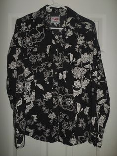Women's Black, White ROPER Floral Pearl Style Snap Button Western Shirt, Size M #ROPER #SnapButtonCountryWesternShirt #Casual