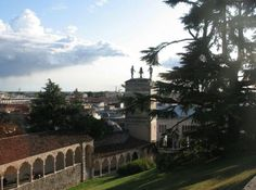 It is a unique experience to admire the city of Udine from the hill on which stands the ancient castle, symbol of the city and one of the oldest castles in Europe.