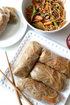 These Teriyaki Soba Noodle Spring Rolls are packed with crunchy veggies and saucy noodles. Plus, they're vegan and gluten free! I Love Food, Good Food, Yummy Food, Tasty, Vegetarian Recipes, Cooking Recipes, Healthy Recipes, Food Goals, Spring Rolls