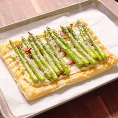 This cheesy tart is the ultimate brunch party staple. Tart Recipes, Brunch Recipes, Appetizer Recipes, Breakfast Recipes, Breakfast Tart Recipe, Brunch Appetizers, Asparagus Tart, Asparagus Recipe, Asparagus Bacon