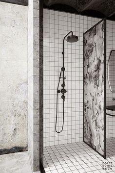 Contemporary black and white bathroom via Katty Schiebeck