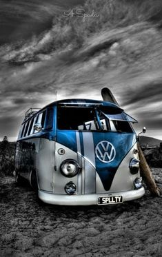 Volkswagen Bus, Volkswagen Karmann Ghia, Vw T1, Vw Camper, T1 Samba, Bmw Wallpapers, Girls Driving, Vw Vintage, Old Classic Cars
