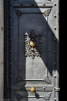 Portal en Carrera de San Jerónimo, Madrid