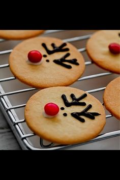 reindeer cookies- for kids xmas cookie decorating party Christmas Sweets, Christmas Cooking, Noel Christmas, Christmas Goodies, Reindeer Christmas, Christmas Dishes, Christmas Countdown, Baked Gifts For Christmas, Simple Christmas Crafts