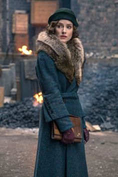 We caught up with Sophie Rundle ahead of Peaky Blinders series Does the actor see a similarity between her Gentleman Jack character Ann Walker and Ada Shelby? Ada Peaky Blinders, Costume Peaky Blinders, Traje Peaky Blinders, Peaky Blinders Series, Peaky Blinders Clothing, Peaky Blinders Dress, 30s Fashion, Timeless Fashion, Vintage Fashion