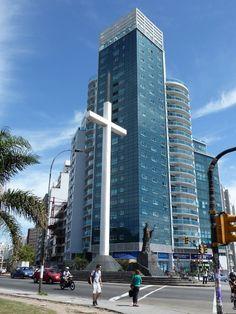 URUGUAY   Tres Cruces en Montevideo y el monumento a Juan Pablo II