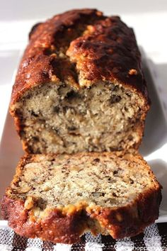 Click the link to find out how to make this delicious, filling & best banana bread recipe from scratch! This recipe has been in my family for years! Easy to make banana nut bread recipe. Easy Cupcake Recipes, Easy Bread Recipes, Banana Bread Recipes, Overripe Banana Recipes, Köstliche Desserts, Delicious Desserts, Dessert Recipes, Yummy Food, Dinner Recipes