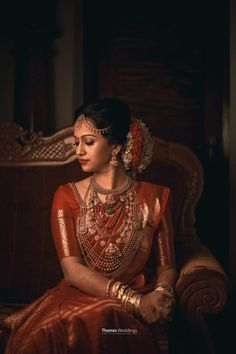 Fulfill a Wedding Tradition with Estate Bridal Jewelry Kerala Hindu Bride, South Indian Bride Saree, Kerala Wedding Saree, Indian Wedding Poses, Indian Bridal Sarees, Indian Wedding Photography Poses, Indian Bridal Fashion, Bride Photography, Saree Wedding
