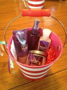 Bath & Body works DARK KISS gift bucket set